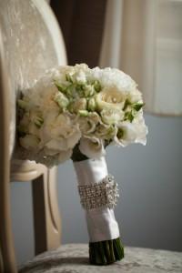 свадебный букет белые розы
