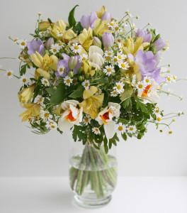 свадебный букет жёлтый белый фиалетовый ромашки